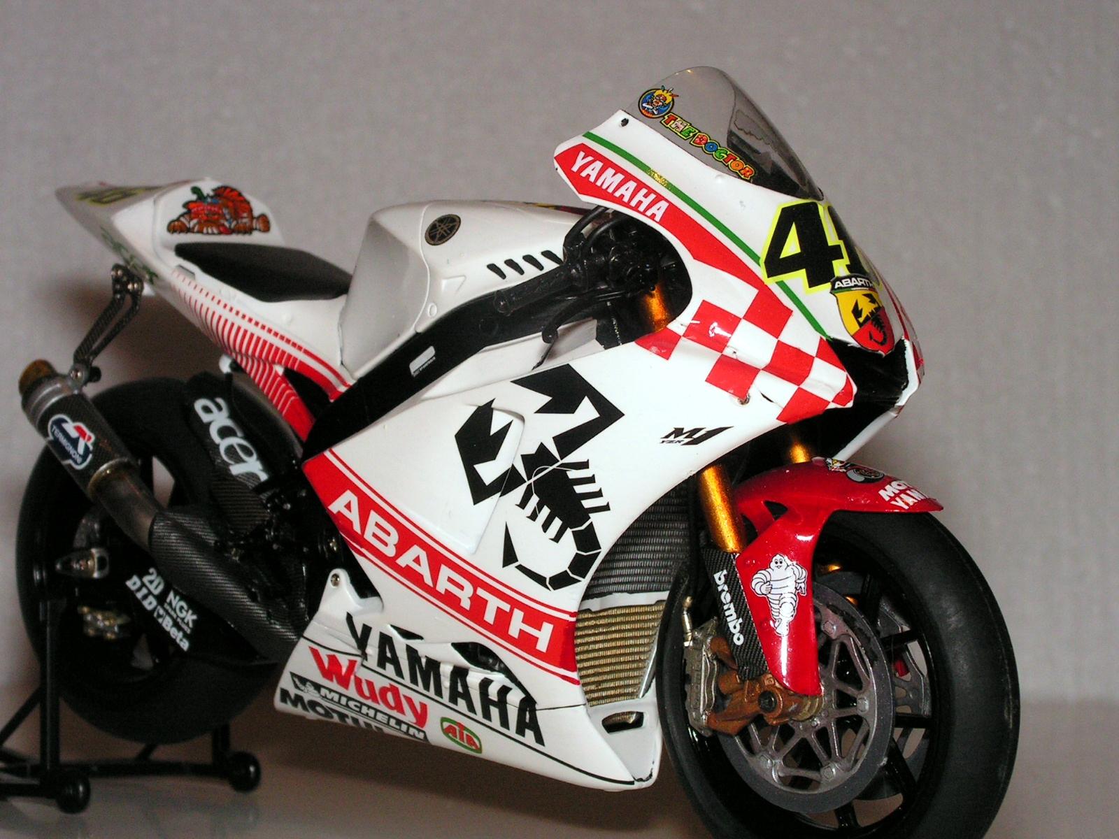 Yamaha yzr m1 motogp valentino rossi up
