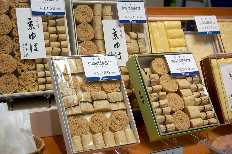 Tofu skin 日本語: 京ゆば(京都市。ゆばの老舗「湯葉弥」[1]製品) 15 May 2007
