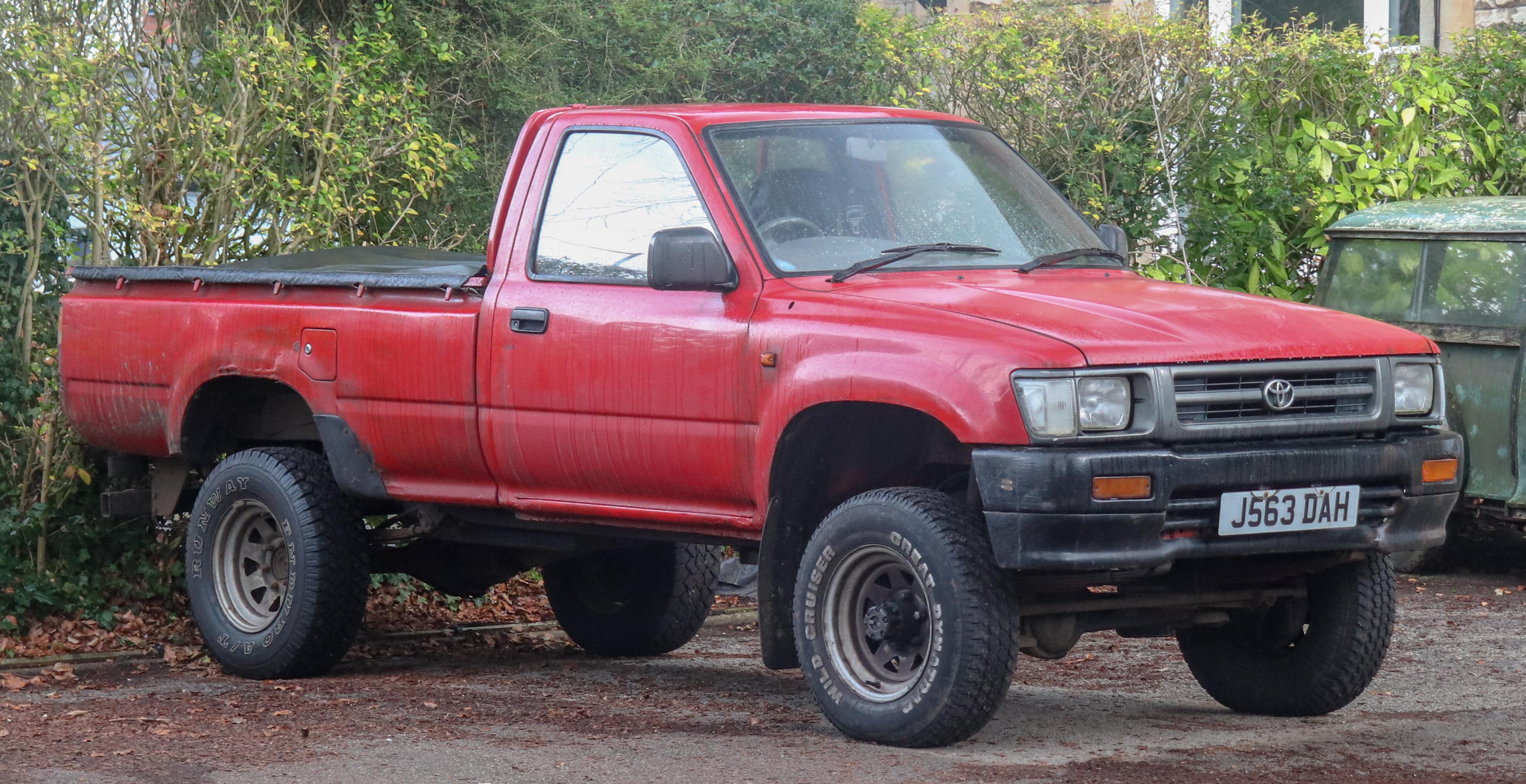 Kelebihan Toyota Hilux 4X4 Spesifikasi