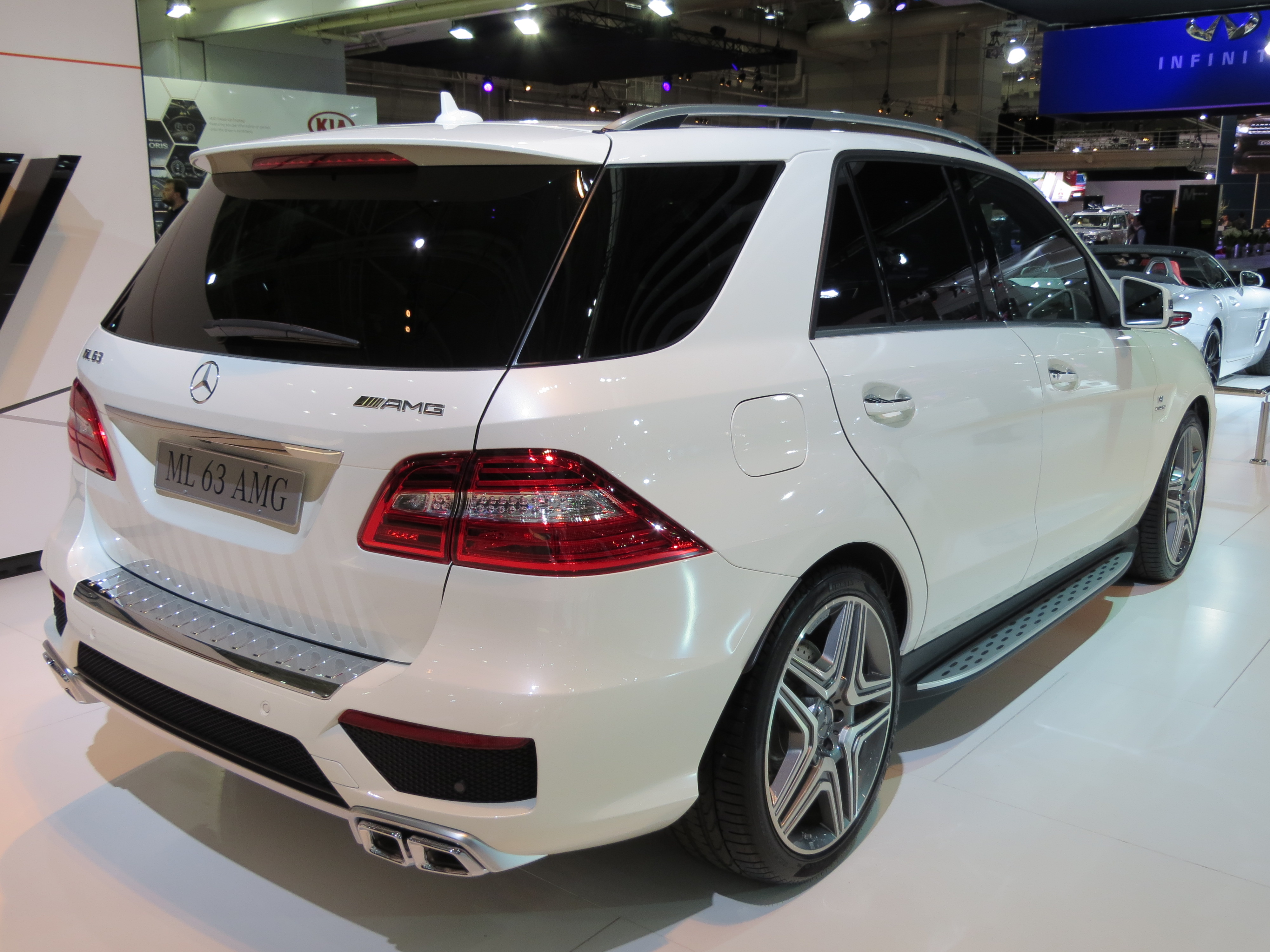 file 2012 mercedes benz ml 63 amg w 166 wagon 2012 10 26 wikipedia. Black Bedroom Furniture Sets. Home Design Ideas