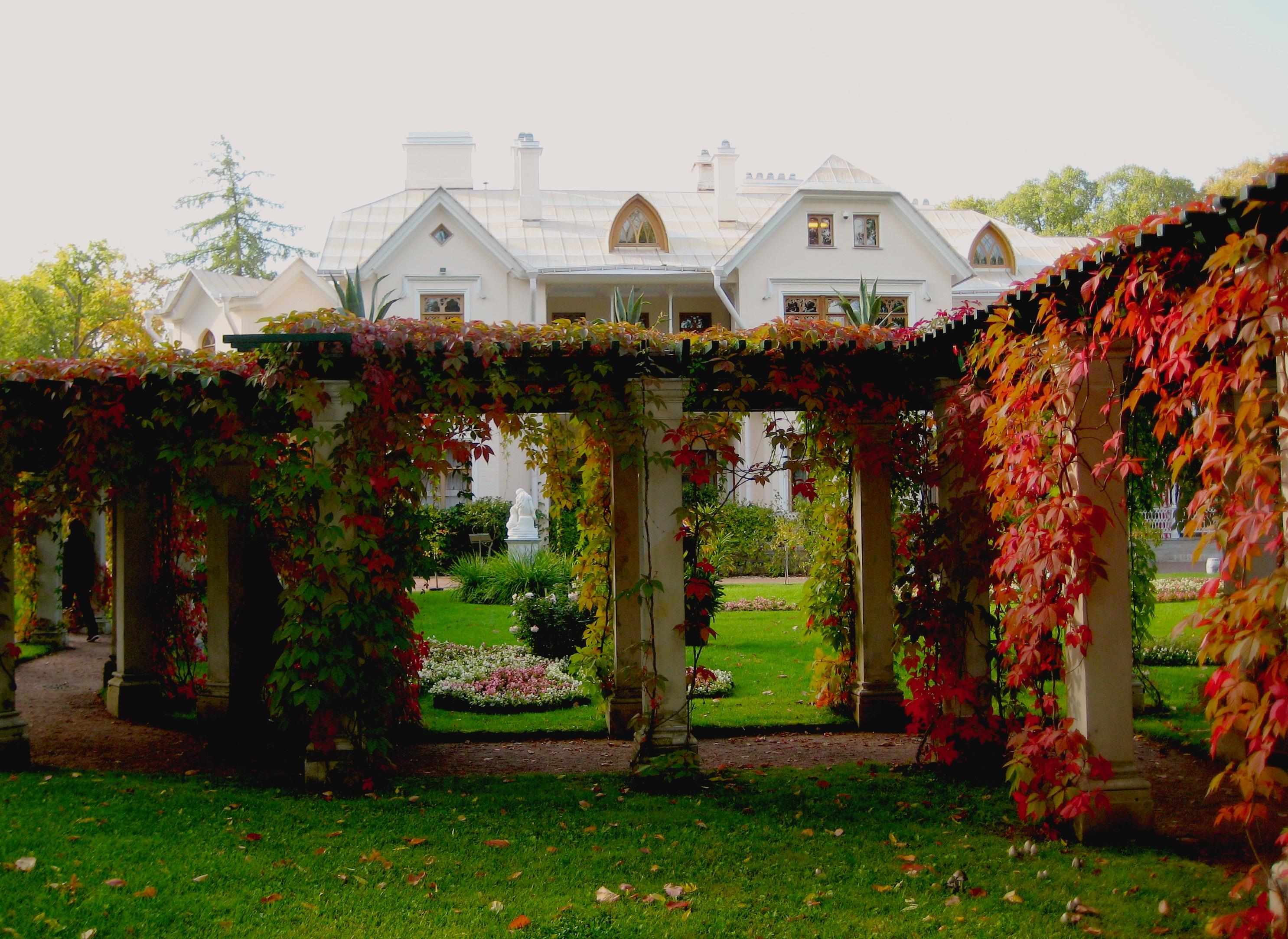 File:2102. Peterhof. Own garden of the Farm Palace.jpg - Wikimedia ...