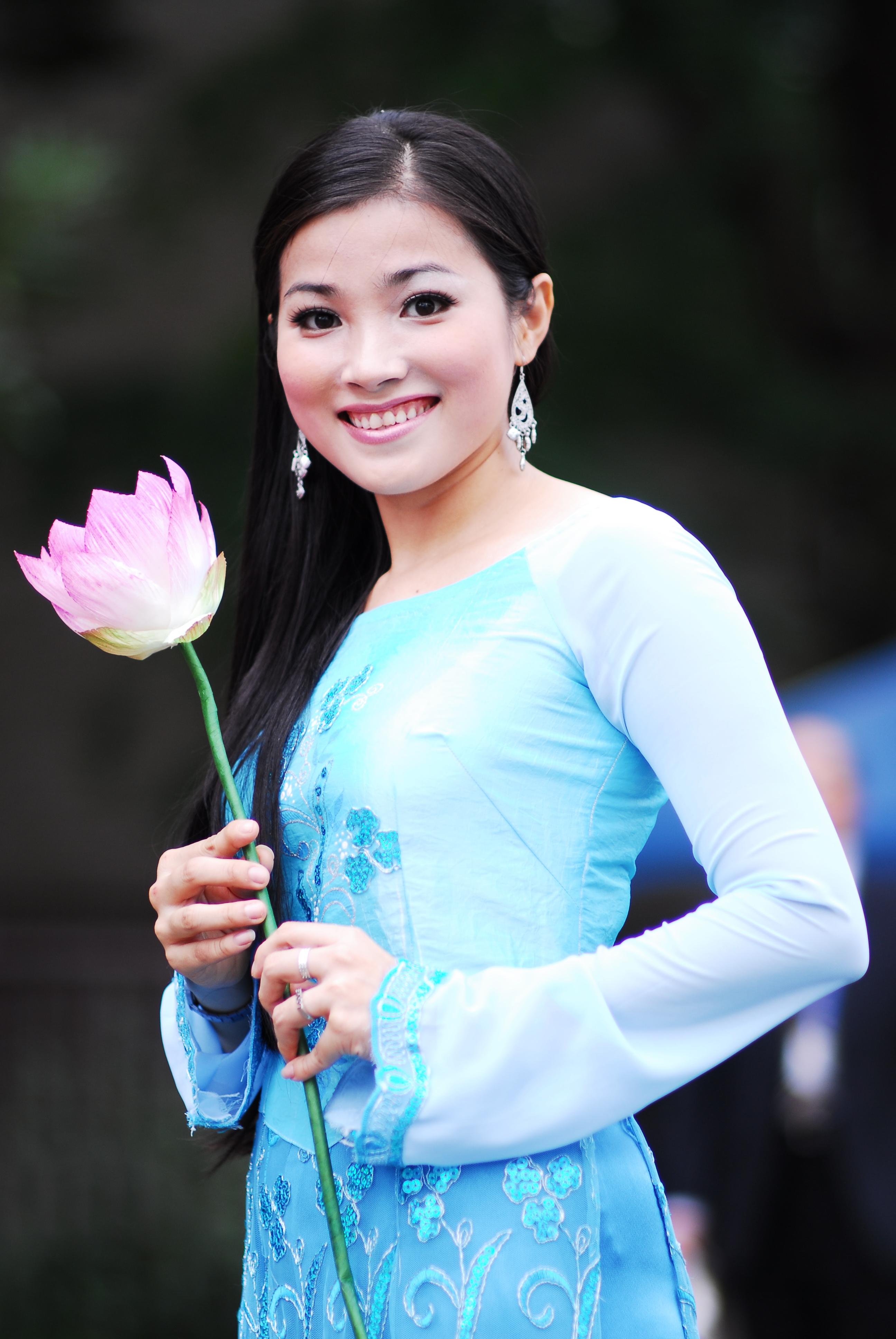 filea vietnamese young lady in ao daijpg