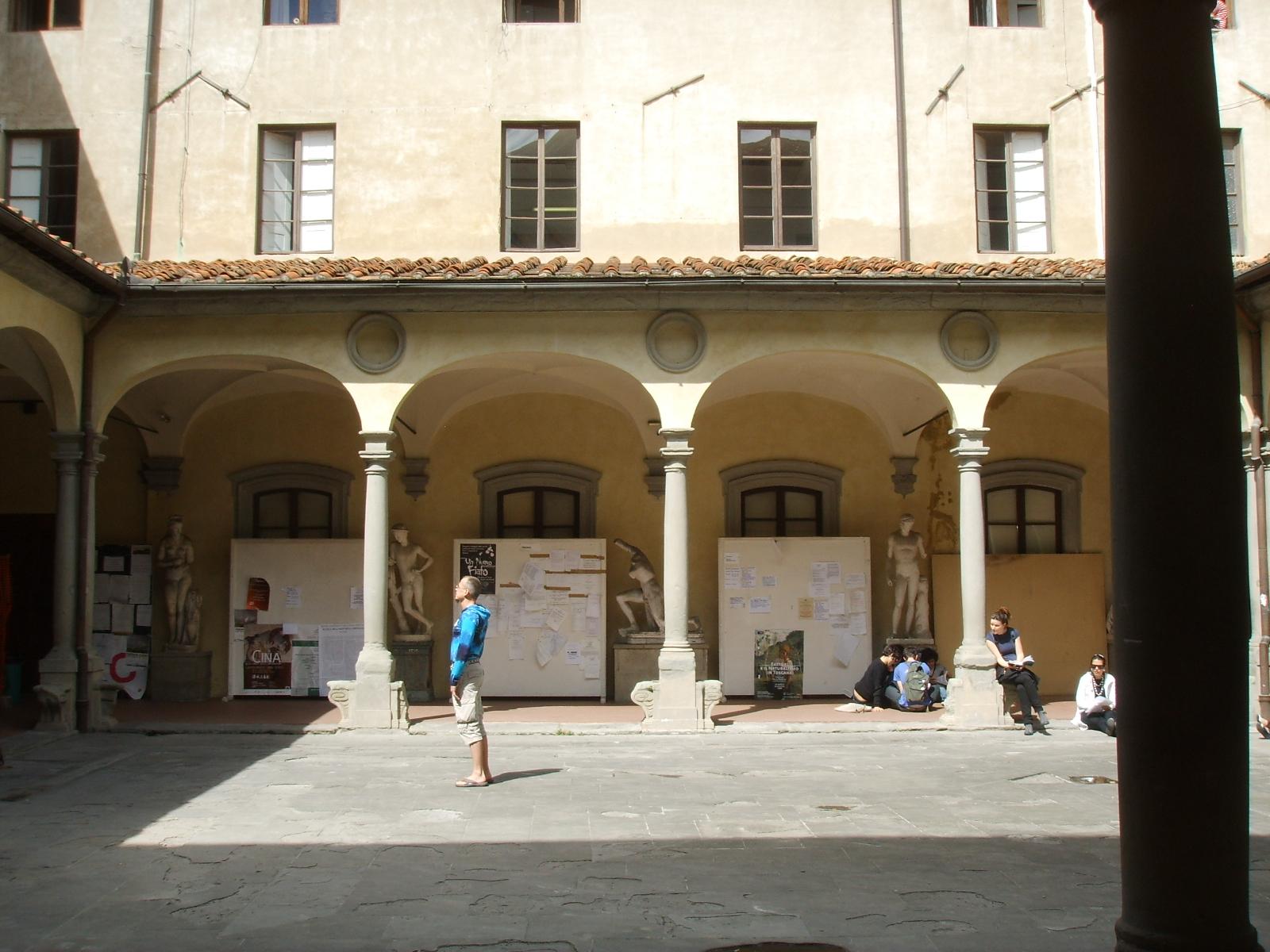 File accademia di belle arti cortile 05 jpg wikimedia for Accademia belle arti design