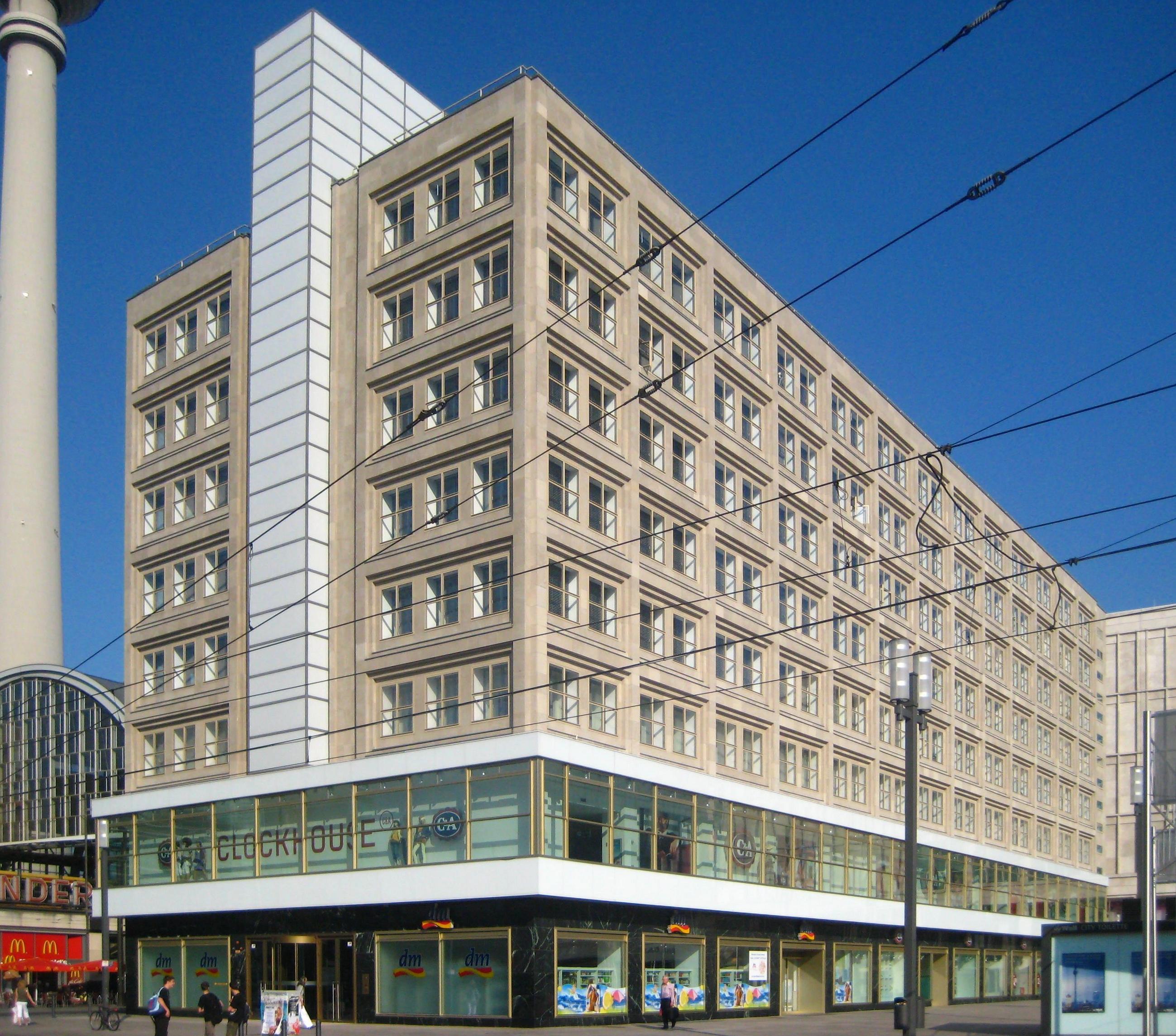 Datei berlin mitte alexanderplatz berolinahaus for Peter behrens aeg turbine factory
