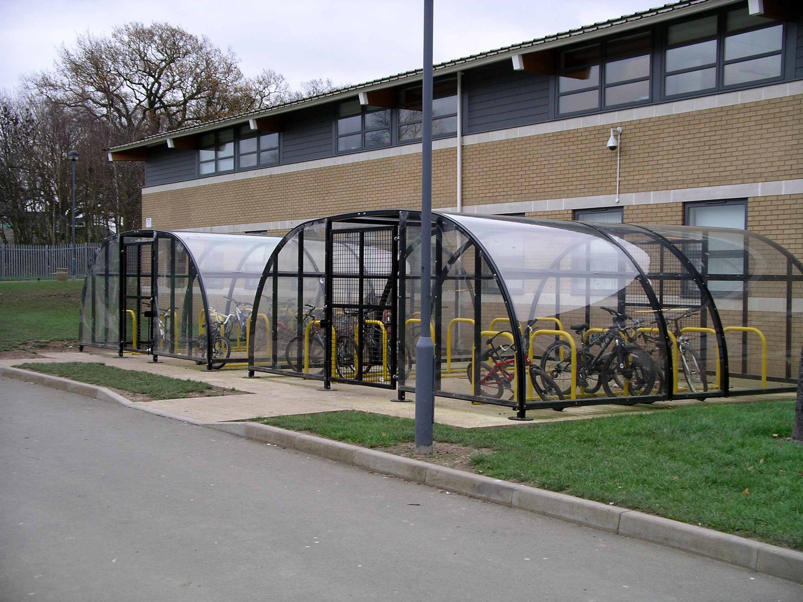 File:Bike shed 15d06.jpg - Wikimedia Commons