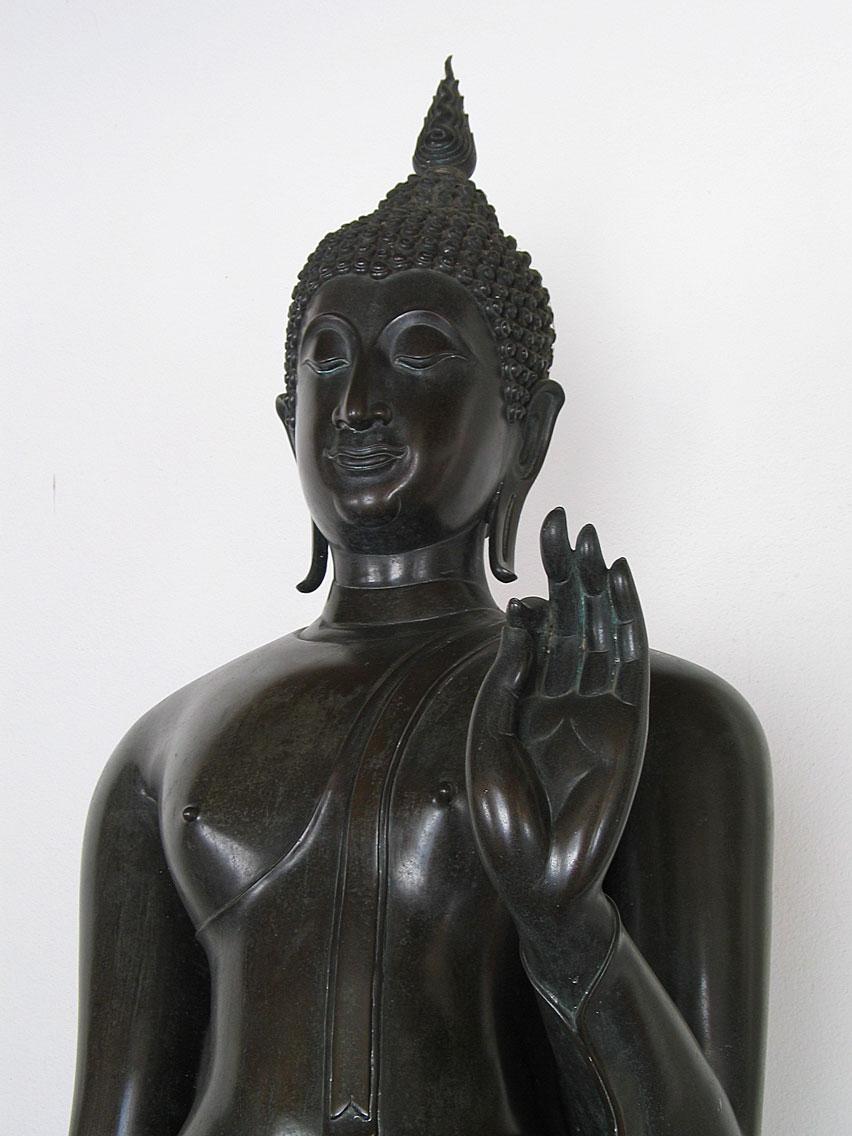 http://upload.wikimedia.org/wikipedia/commons/f/f3/Buddha_sukhothaistylb.jpg