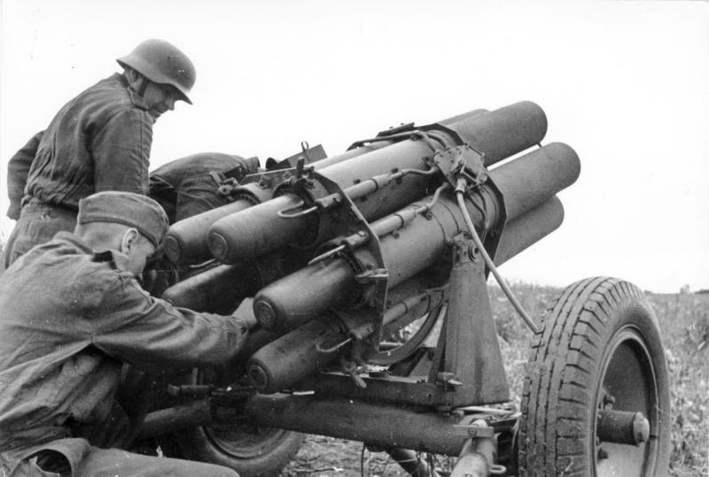 """نموذج تجريبي جديد لعربة """"تيغر"""" بمواصفات حماية مذهلة Bundesarchiv_Bild_101I-078-3074-30%2C_Russland%2C_Nebelwerfer"""