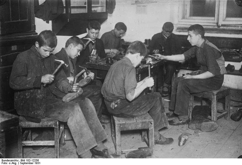 File:Bundesarchiv Bild 102-12256, Russland, Erziehungsanstalt, Waisen in  der Lehre