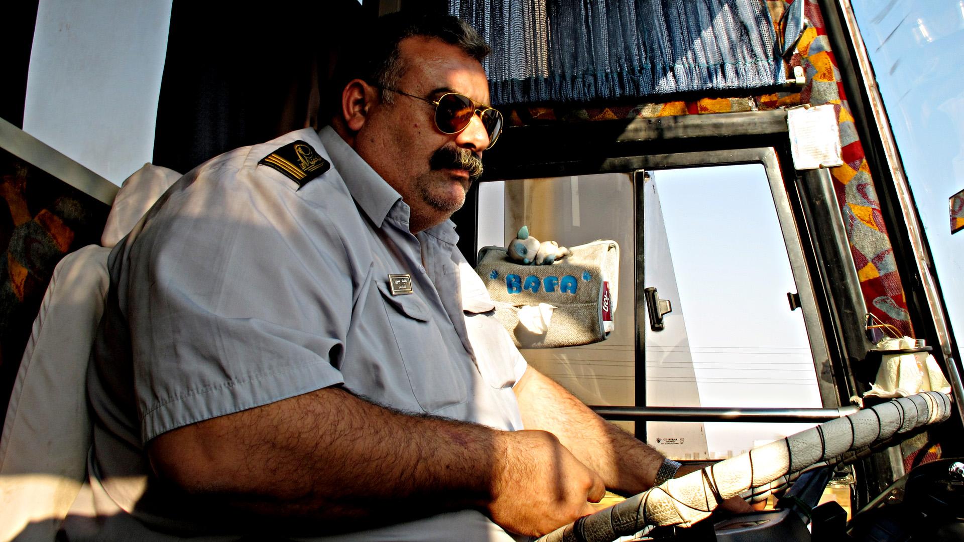 File:Bus driver (5171124305).jpg - Wikimedia Commons