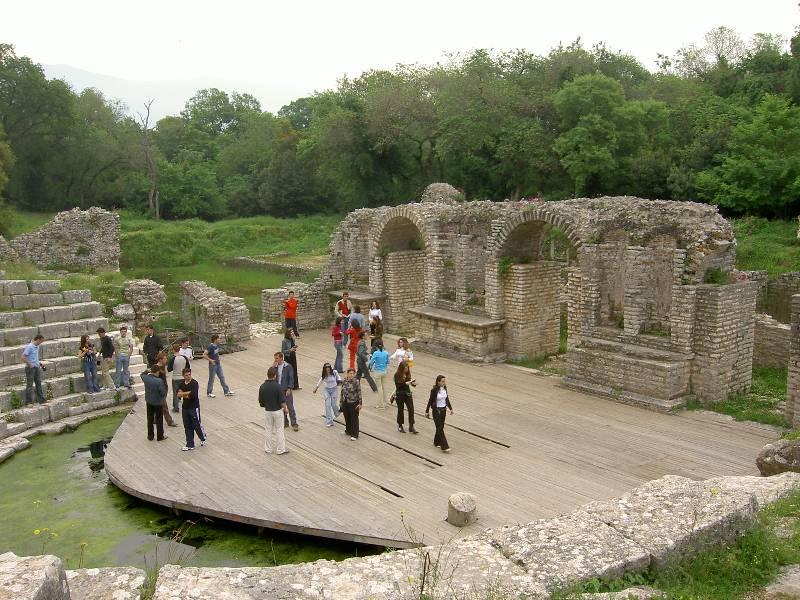 File:Butrint roomalainen teatteri.jpg - Wikimedia Commons