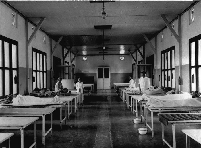 File:COLLECTIE TROPENMUSEUM Het interieur van het hospitaal van Het ...