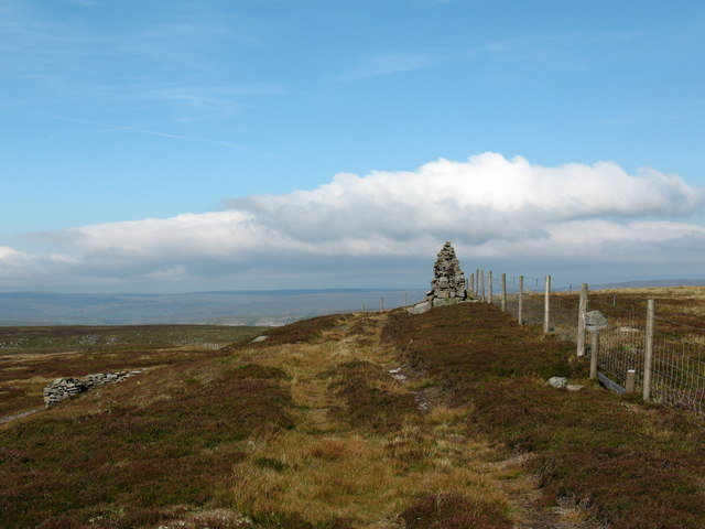 Cairn on Blackstone Edge - geograph.org.uk - 549529