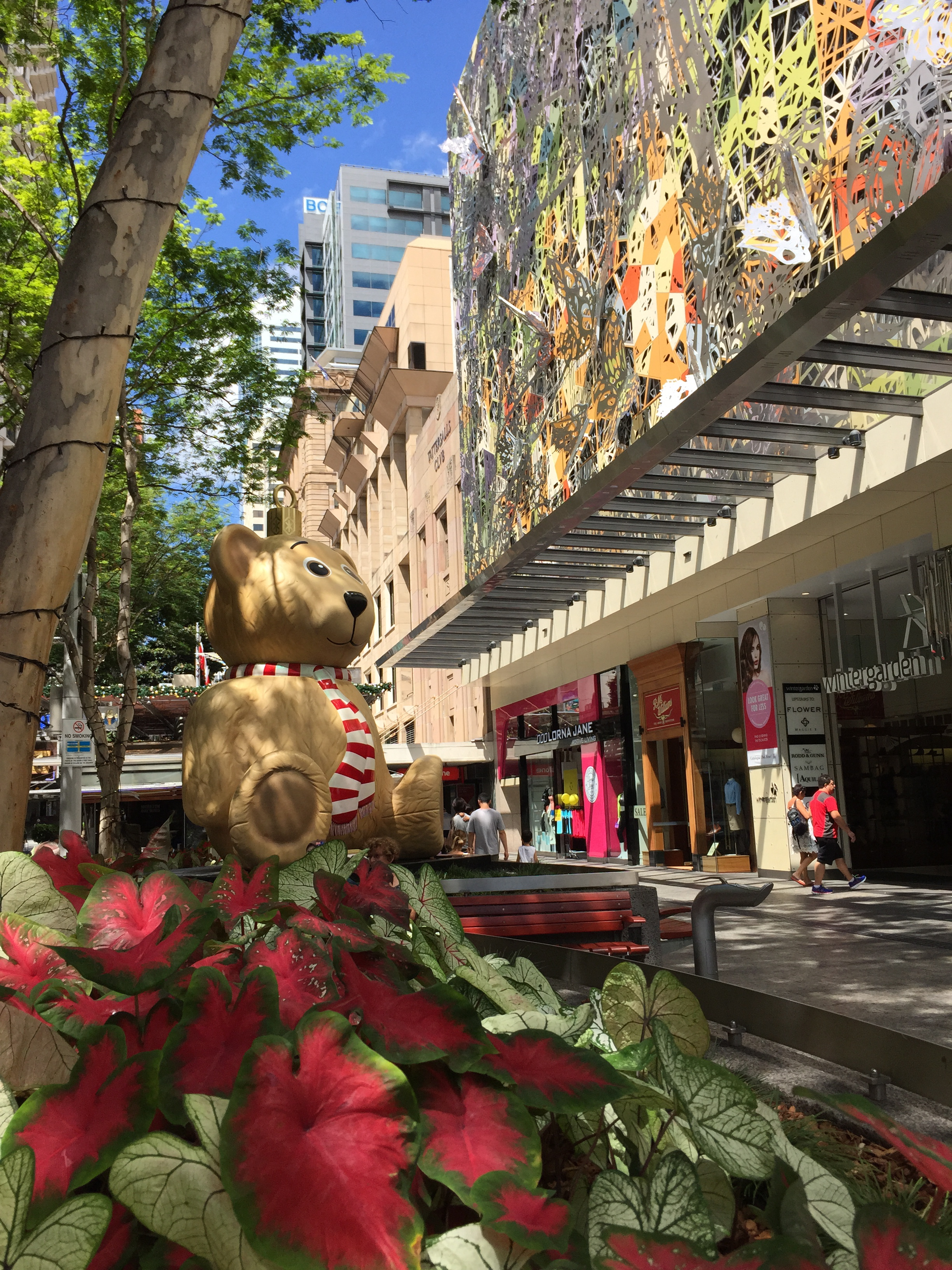 filechristmas decorations in queen street mall brisbane dec 2014 01jpg - Queen Christmas Decorations
