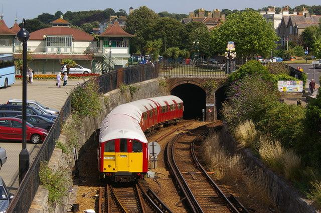 A ticket to ride, 英國鐵路(British Railways)在懷特島(Isle of Wight) - Island Line // Image from Ian Capper @Wikimedia