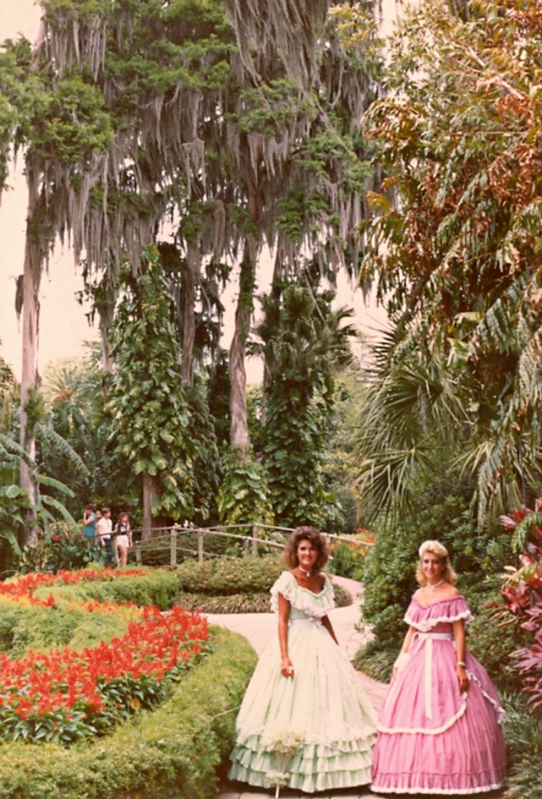 File:Cypress Gardens Florida southern belles.jpg - Wikimedia Commons