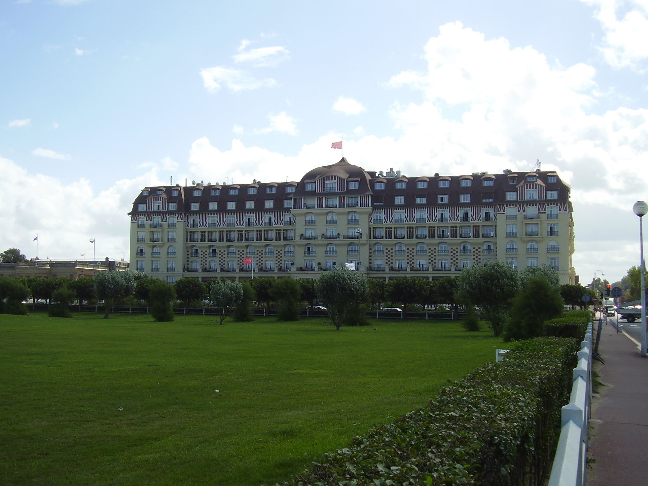 Sully fran ais deauville for Hotels deauville