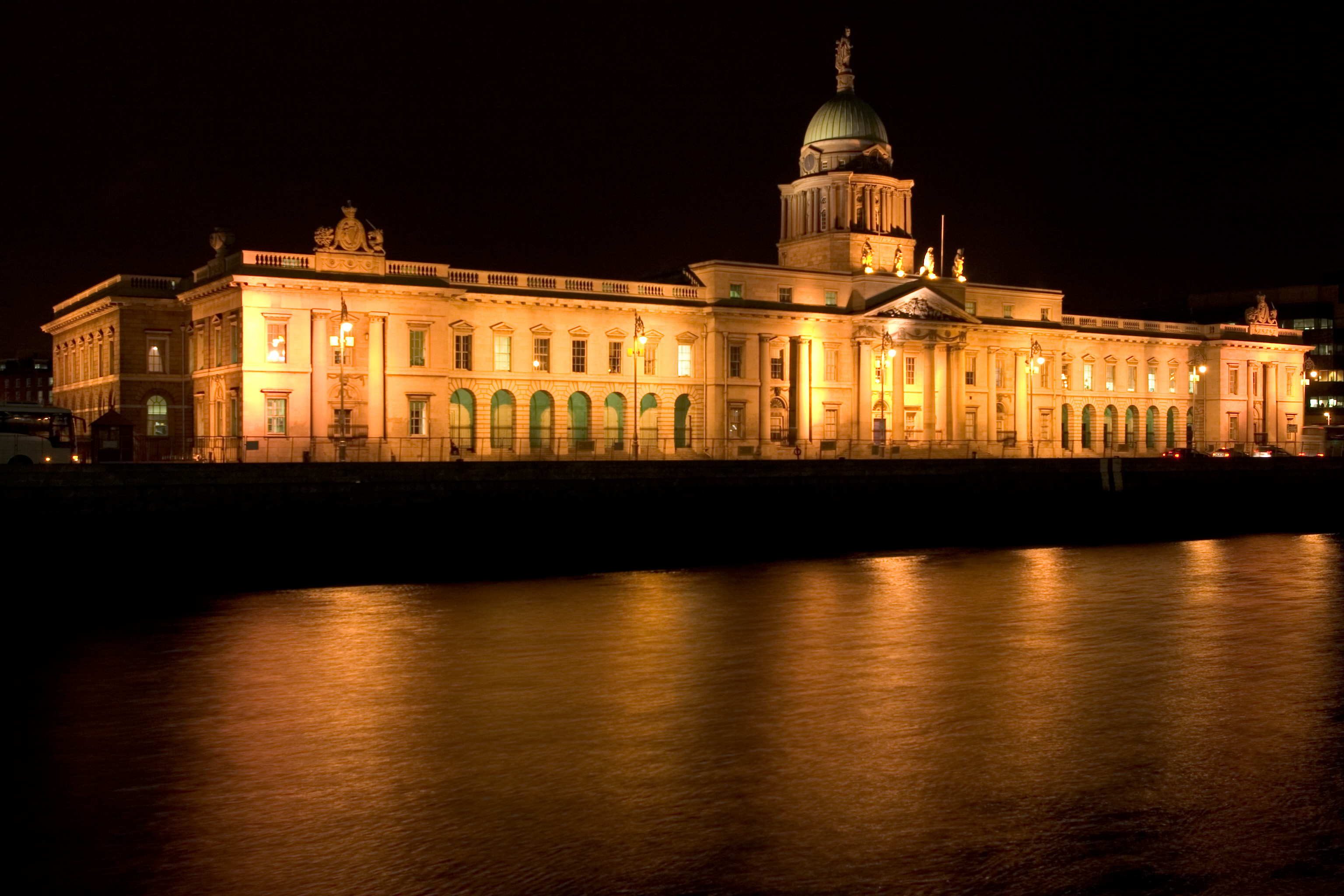 File dublin custom house at night for Customize house