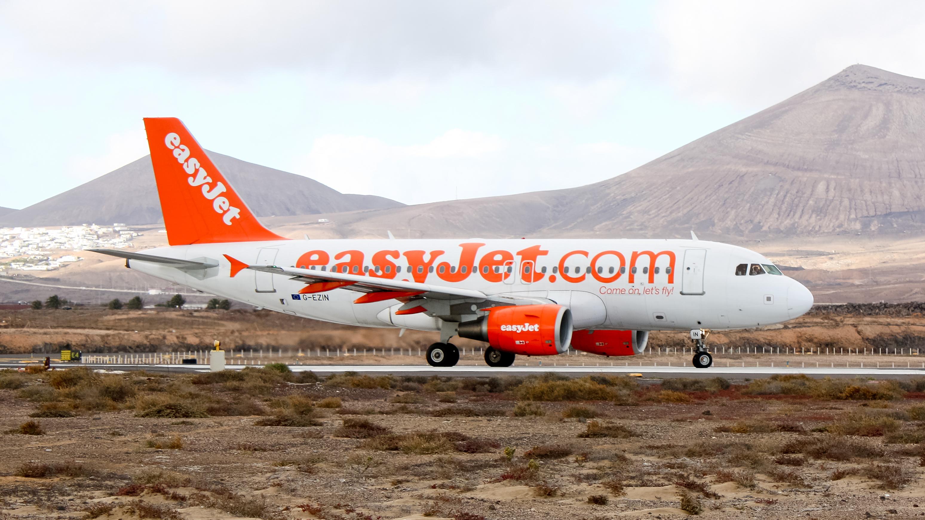 easyjet a319 - photo #2