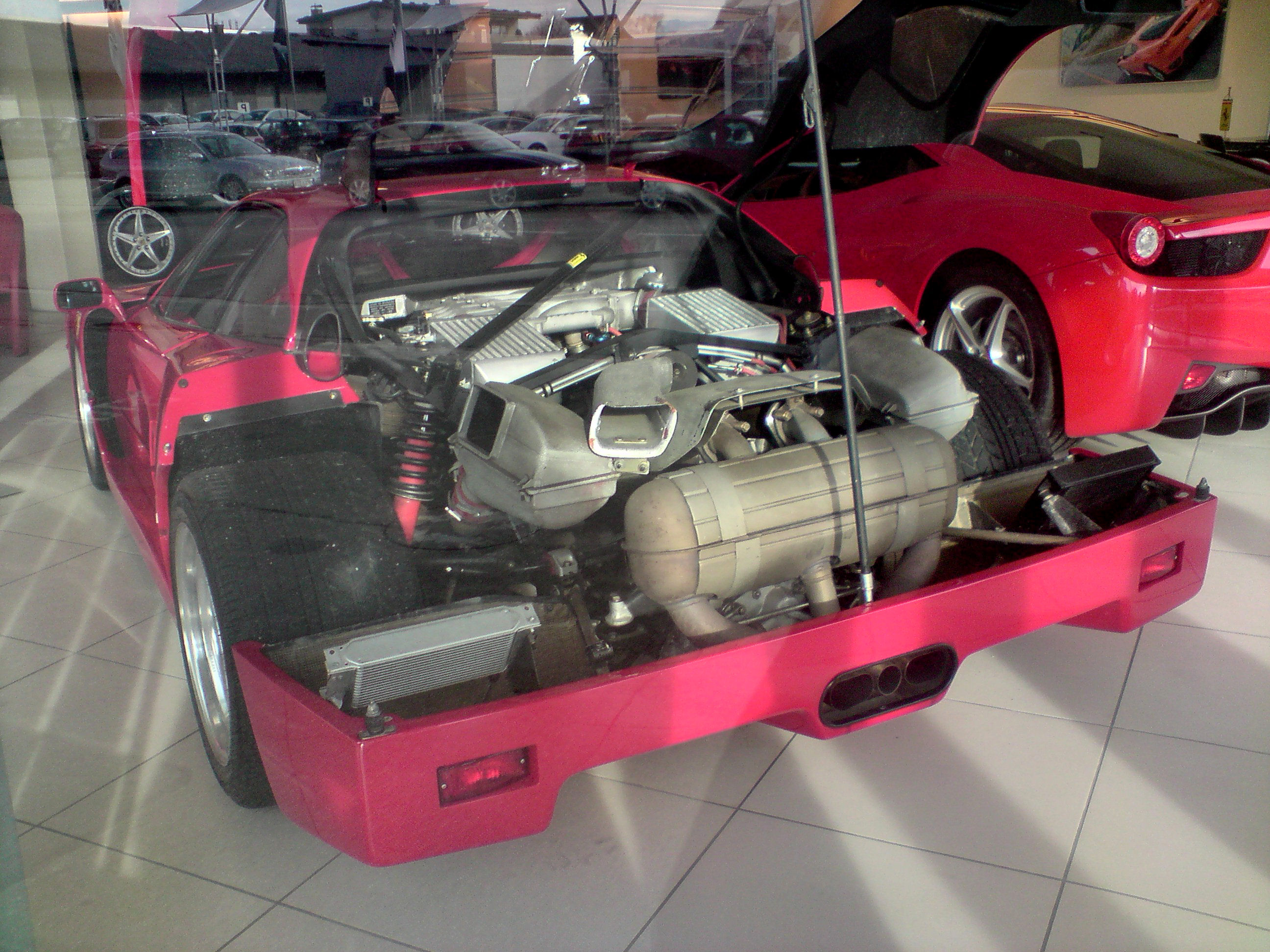 File:F40 Ferrari engine.JPG - Wikimedia Commons