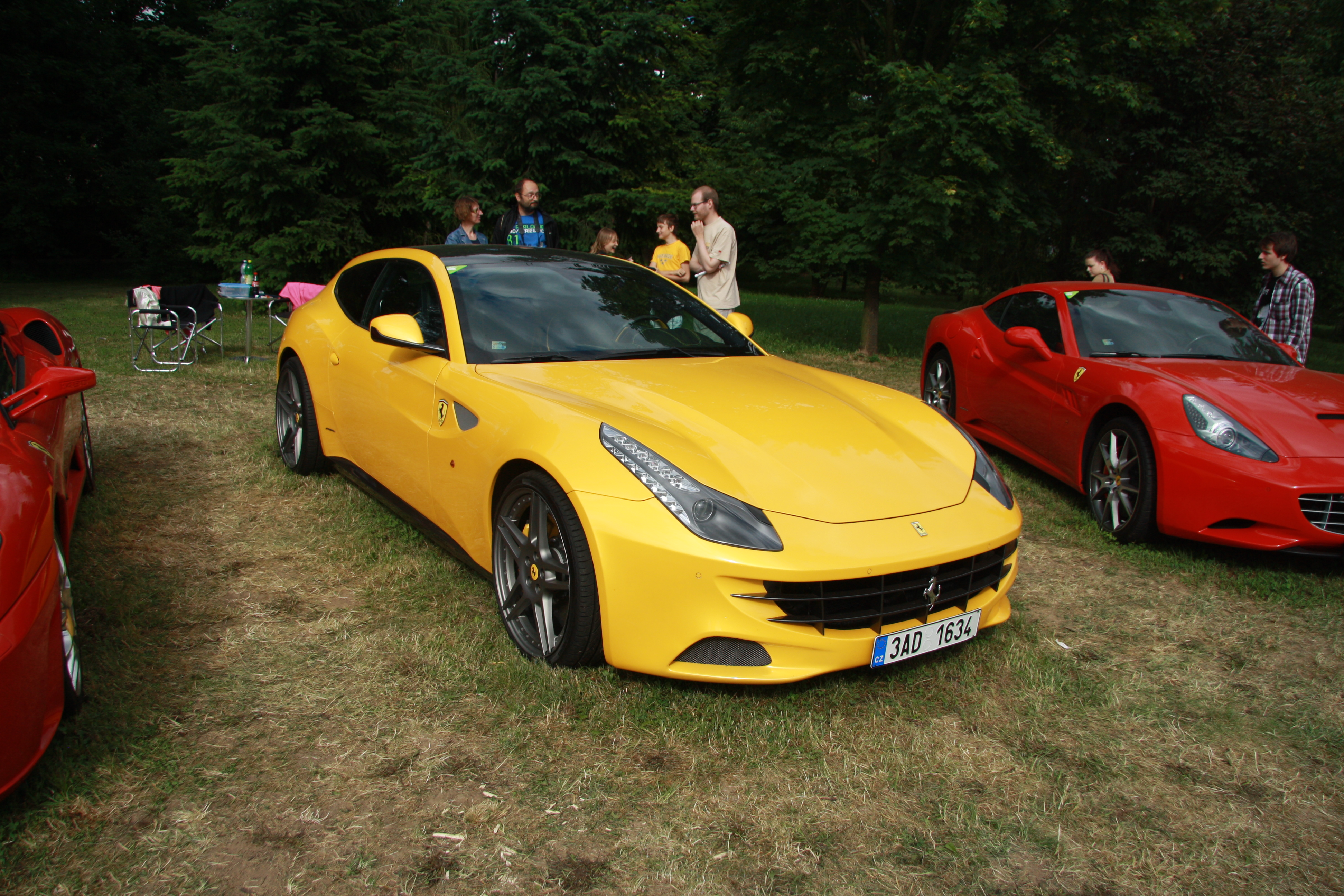 File:Ferrari FF at Legendy 2014.JPG - Wikimedia Commons