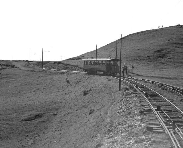 File:Great Orme Railway, Upper section passing loop - geograph.org.uk - 1349581.jpg