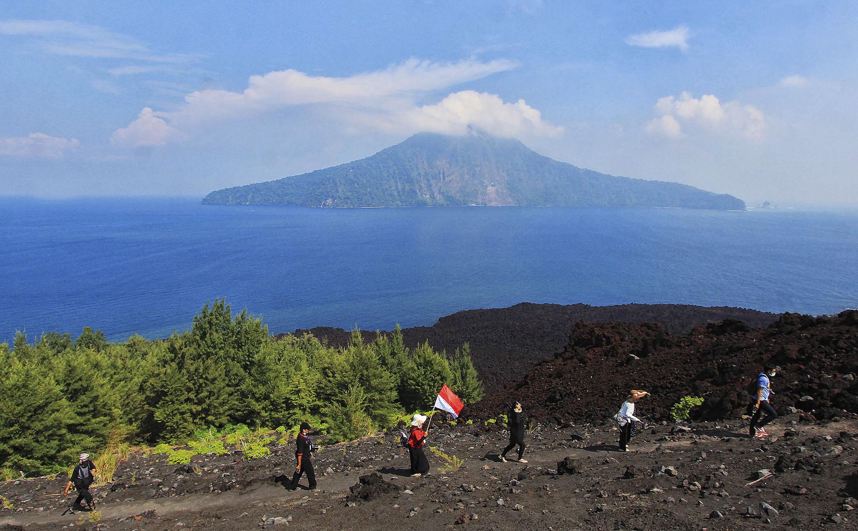 Hasil gambar untuk gunung anak krakatau