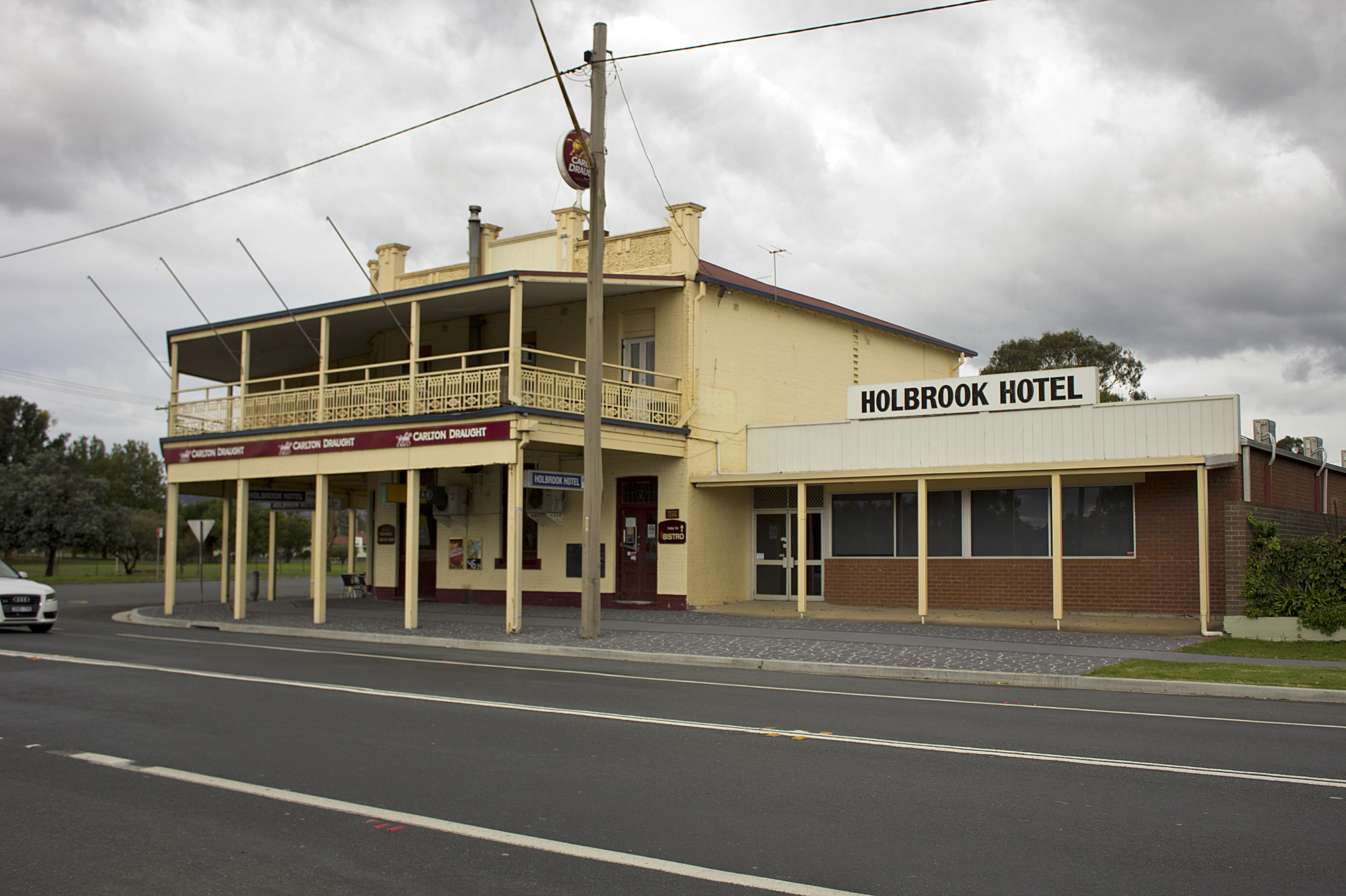 File Holbrook Hotel Located On The Corner Of The Hume Highway And