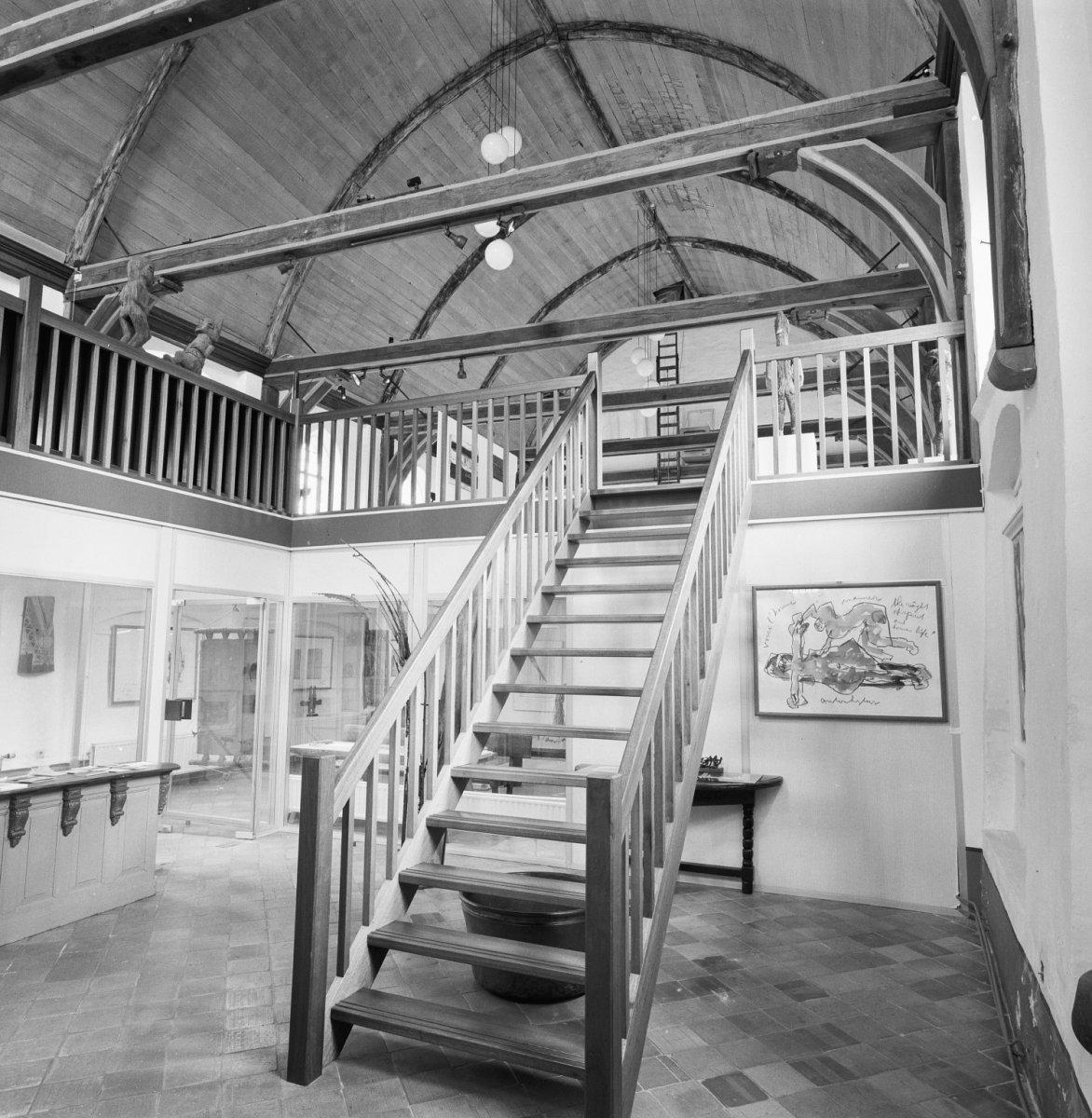 File interieur kapel overzicht met trap naar vide vollenhove 20351201 wikimedia - Interieur trap ...
