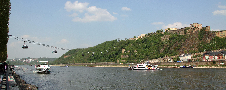 Koblenz im Buga-Jahr 2011 - Rheinseilbahn 01.jpg