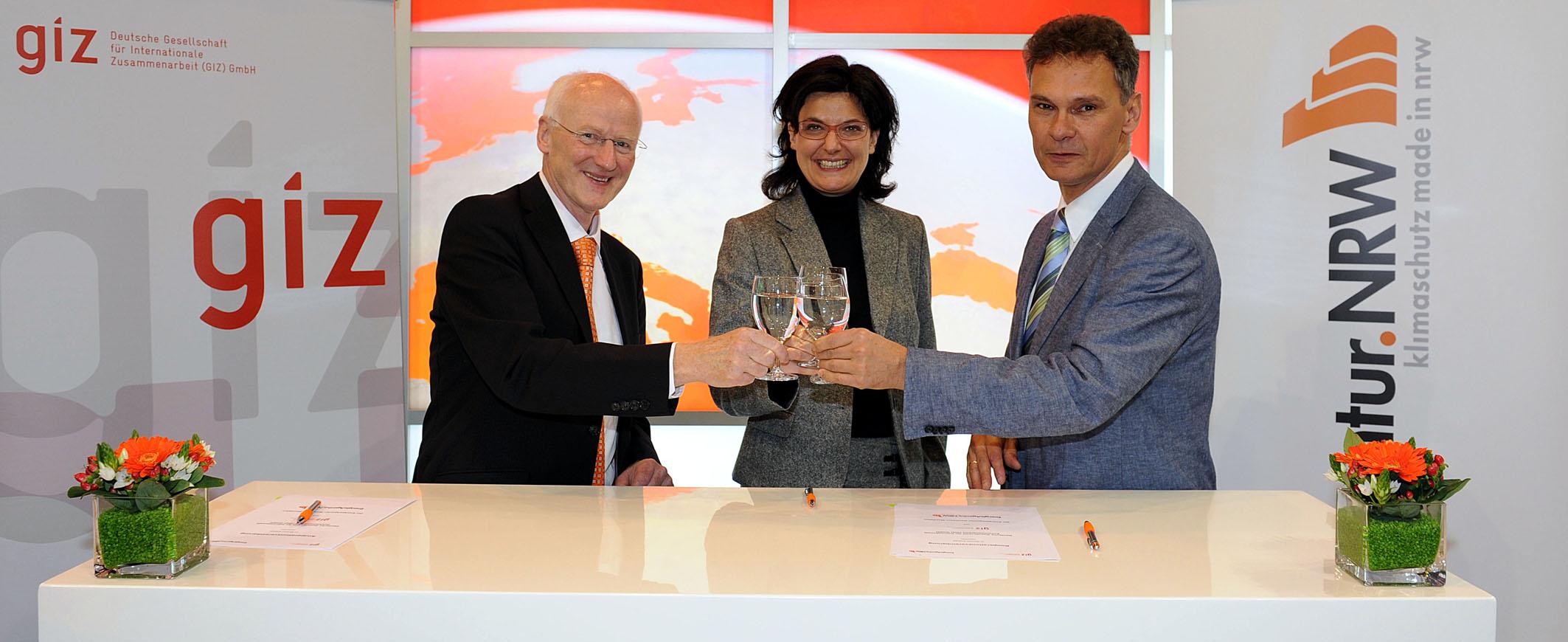 File:Kooperationsabkommen GIZ und EANRW am 13.11.2013, Messe Essen ...
