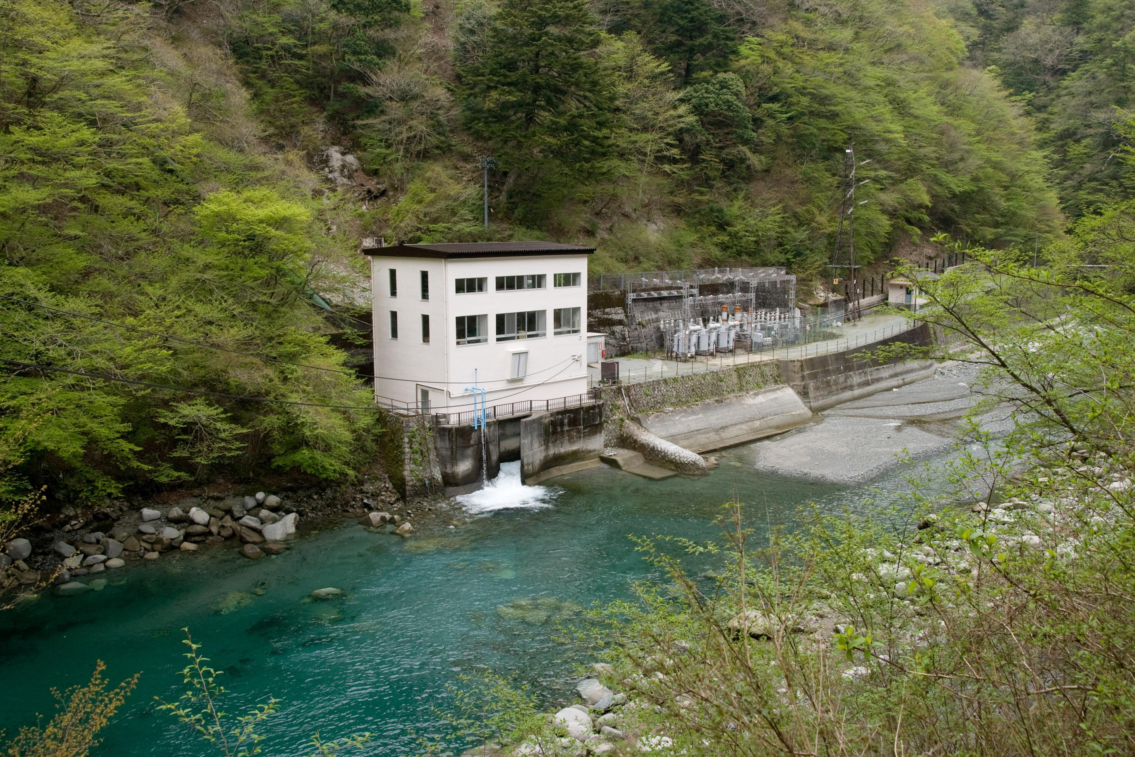 Kurokura Dam 03.jpg