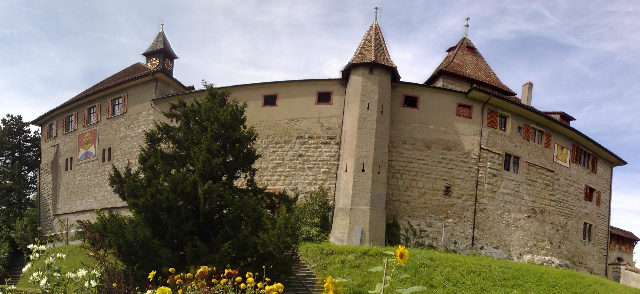File Kyburg Castle Panoramic View Jpg Wikimedia Commons
