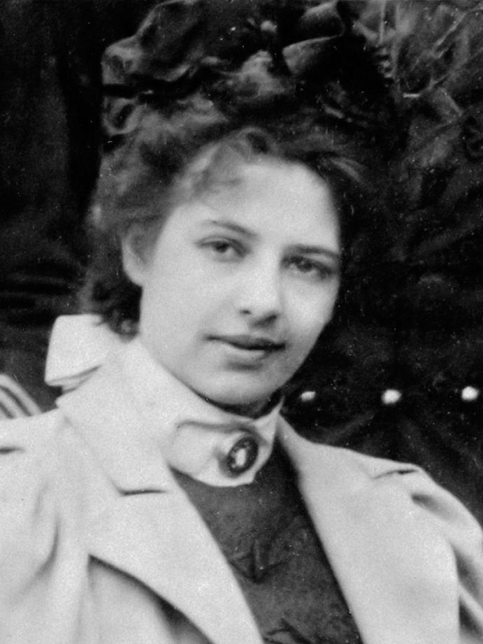 File:Margaretha Geertruida Zelle (1897).jpg - Wikimedia Commons