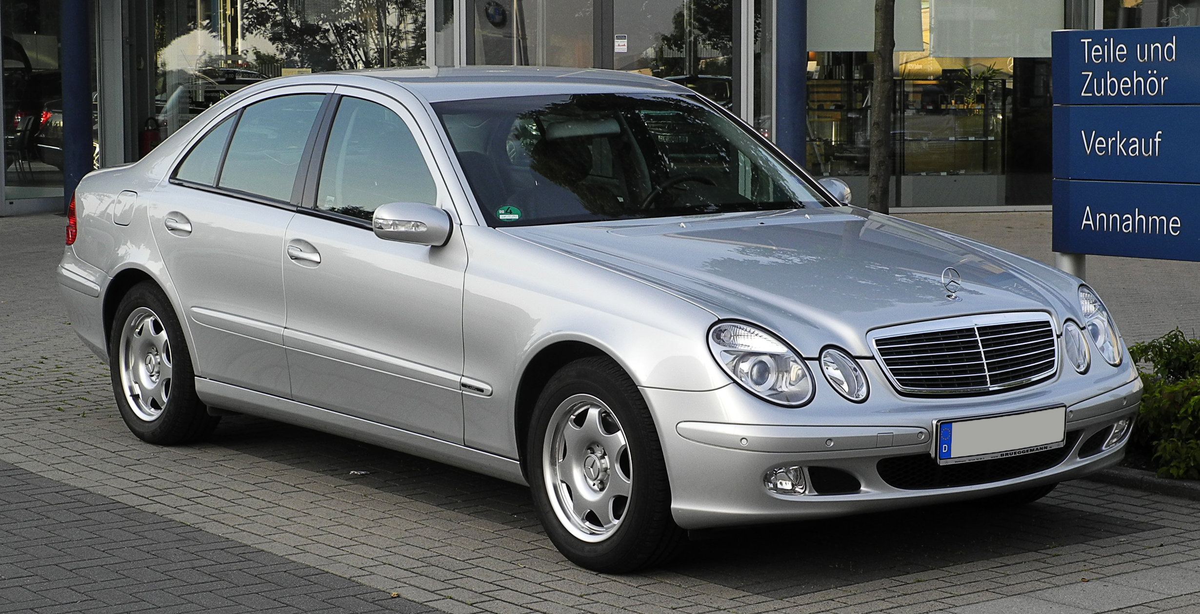 File mercedes benz e 240 classic w 211 frontansicht 7 for Mercedes benz media