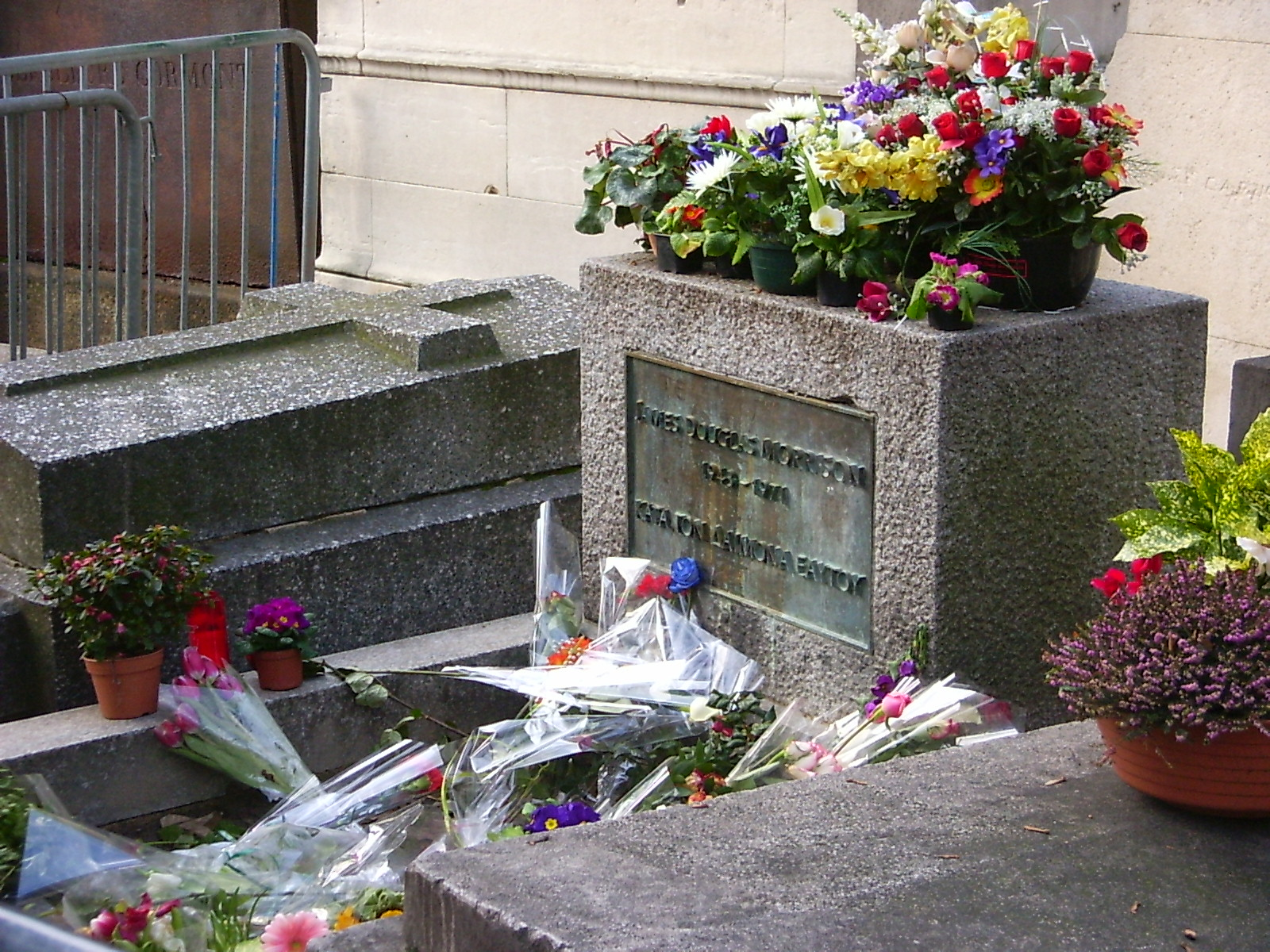 Visit Pere Lachaise Cemetery