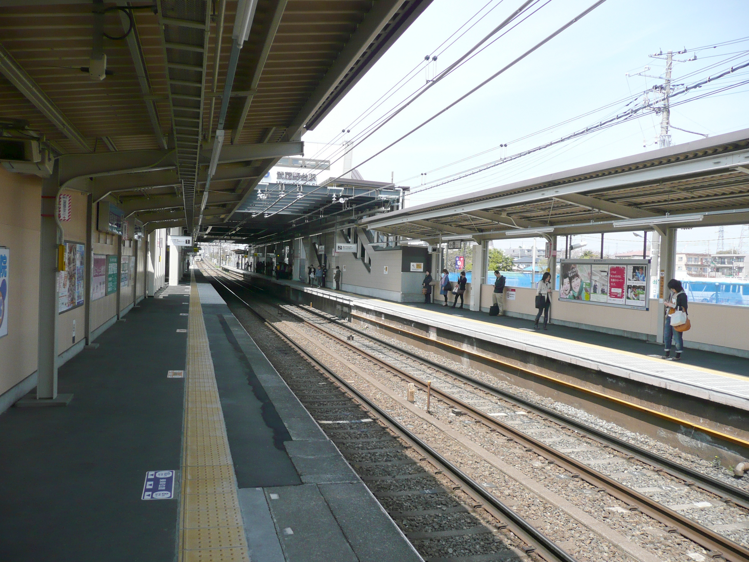 https://upload.wikimedia.org/wikipedia/commons/f/f3/Musashinodai-Sta-Platform.JPG
