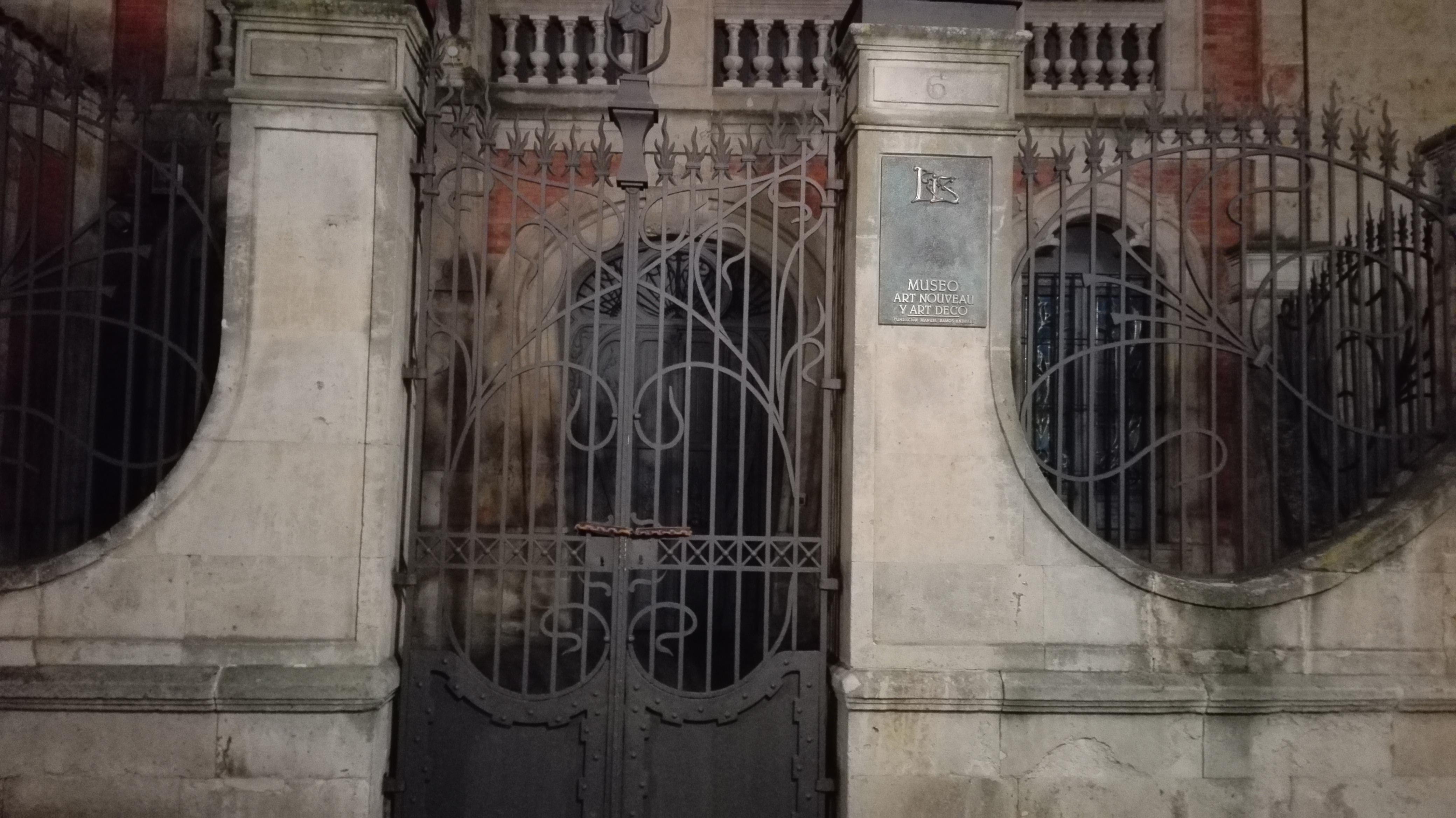 File:Museo de Art Nouveau y Art Déco-Casa Lis 01.jpg - Wikimedia ...
