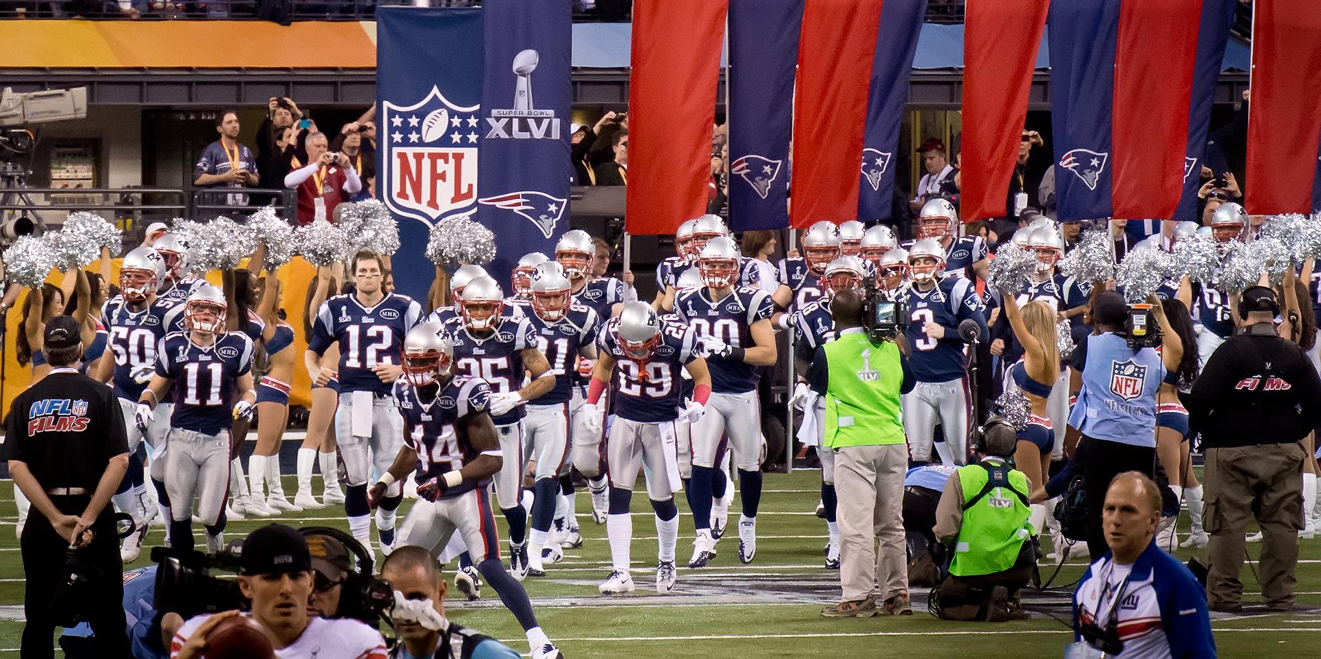 File:New England Patriots grand entrance (6837538261).jpg - Wikimedia Commons