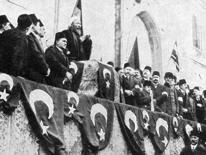 """Der Scheichülislam Ürgüplü Mustafa Hayri Efendi rief am 14. November 1914 den Dschihad gegen die """"Feinde des Osmanischen Reiches"""" aus"""
