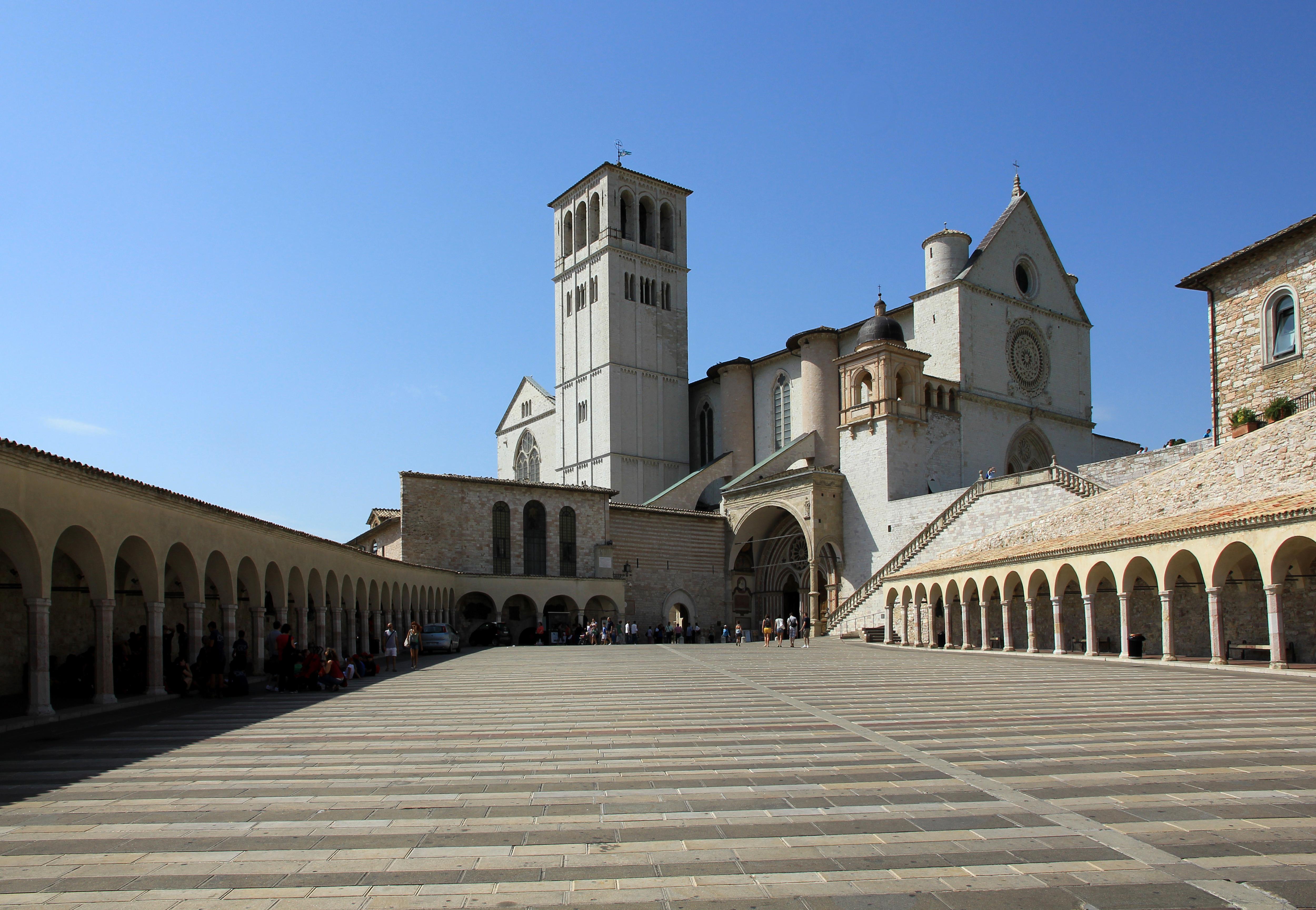 File piazza inferiore di san francesco for Piazza san francesco prato