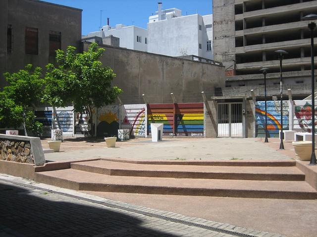 Plaza_y_monolito_de_la_diversidad_sexual