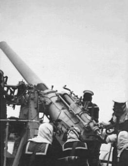 QF 4 inch Mk V naval gun WWII AWM P00444.155