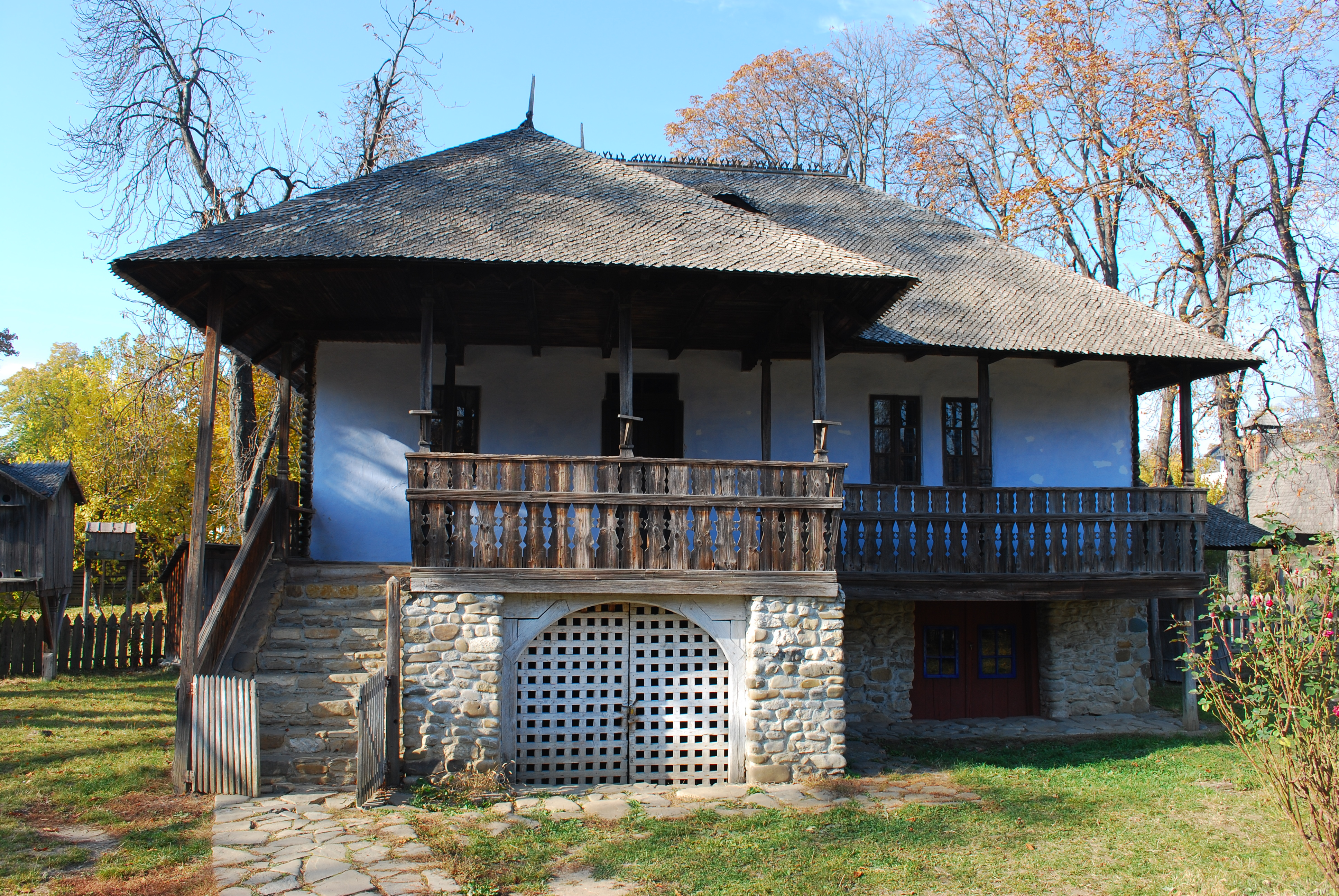 RO B Village museum Chiojdu homestead 2.jpg