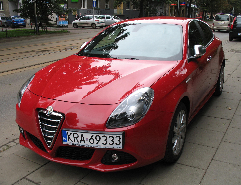File:Red Alfa Romeo Giulietta in Kraków (1).jpg - Wikimedia Commons