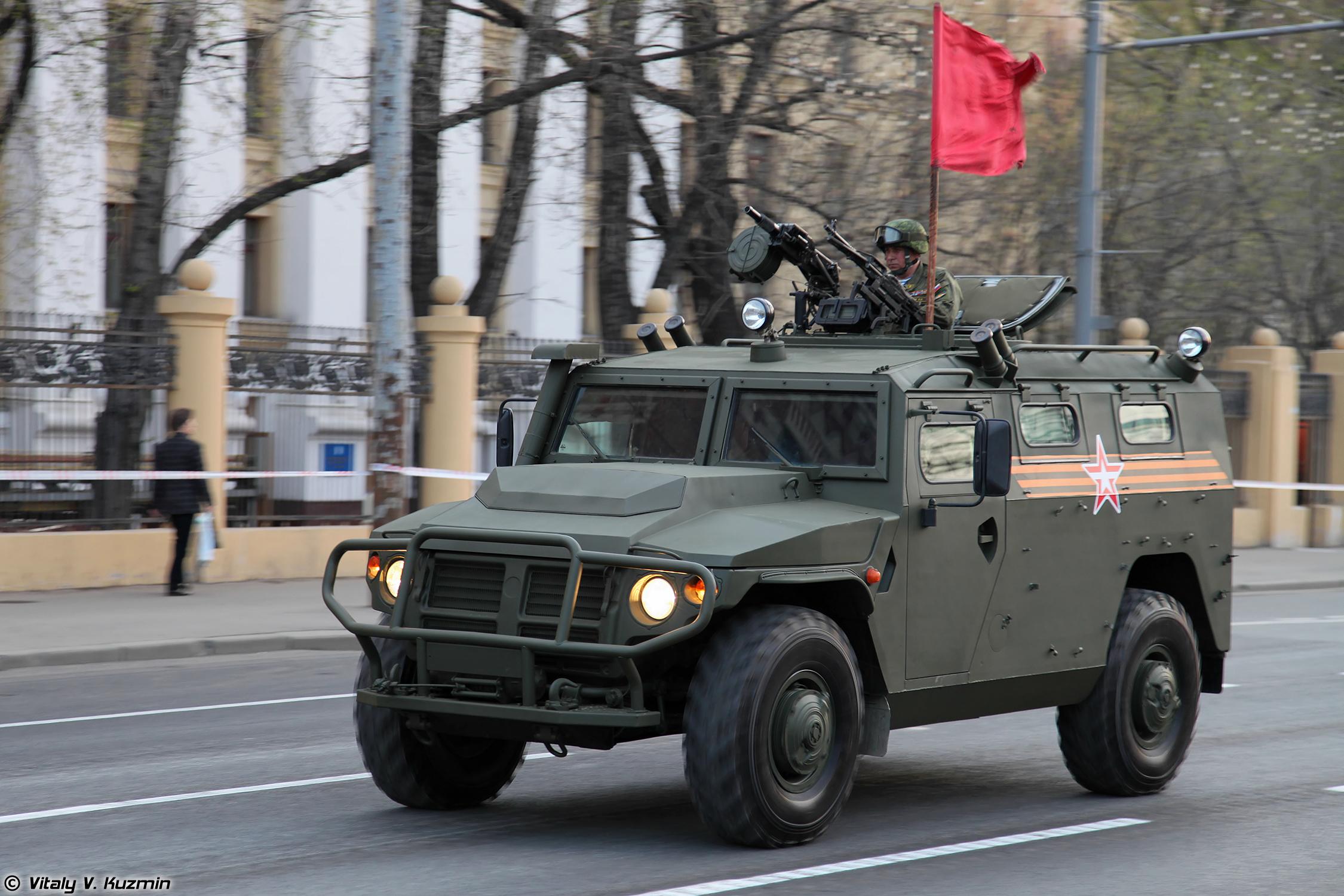 фото военных легковых автомобилей уводят нас друзей