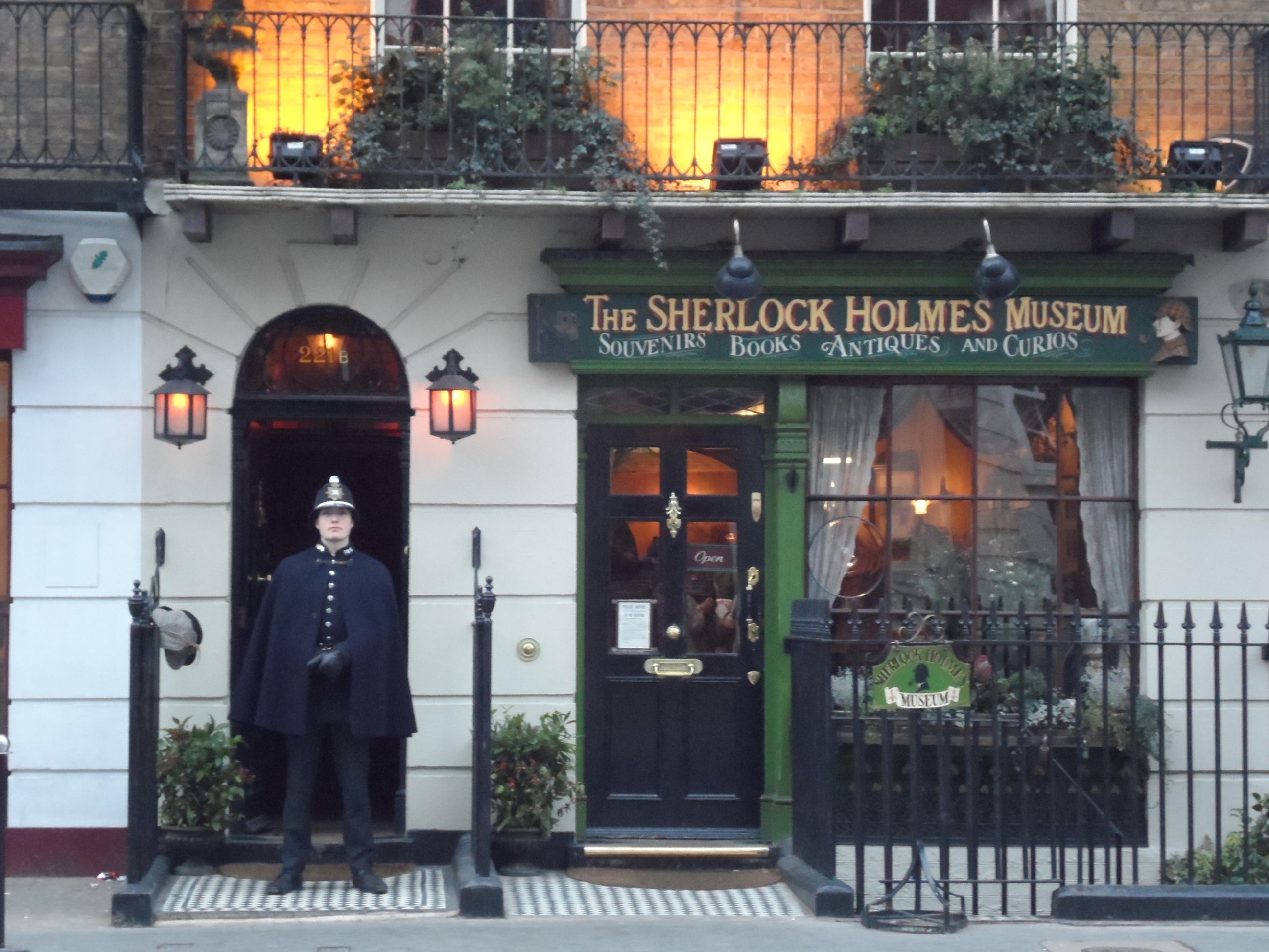 is there a 221b baker street