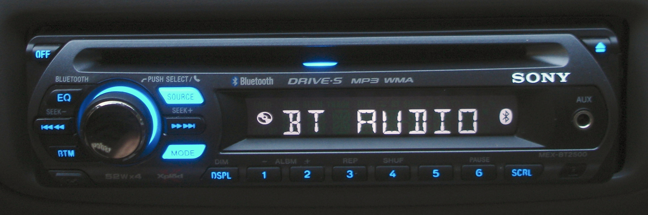 By Sony_MEX-BT2500_Xplod_Bluetooth_stereo_head_unit_illuminated.jpeg: Zuzu derivative work: Pittigrilli [CC-BY-SA-3.0 (http://creativecommons.org/licenses/by-sa/3.0) or GFDL (http://www.gnu.org/copyleft/fdl.html)], via Wikimedia Commons