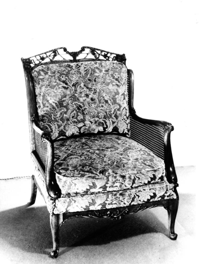 File:StateLibQld 2 137062 Upholstered Easy Chair Built By Ed. Rosenstengel,  524 Brunswick Part 74