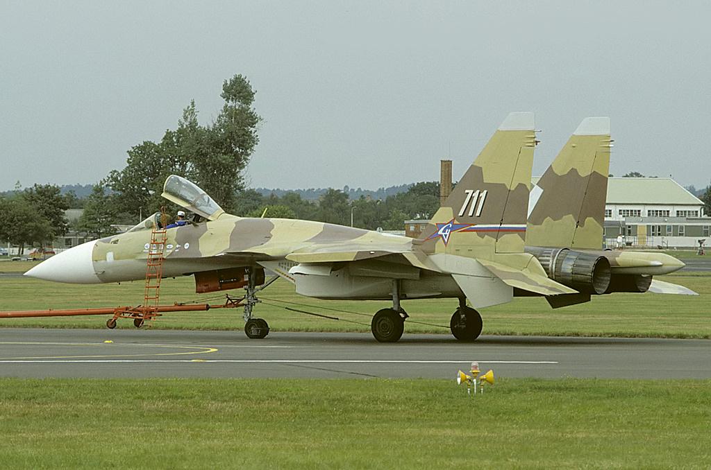 Sukhoi Su-37 (Flanker-F) Sukhoi_Su-37_at_Farnborough_1996_airshow