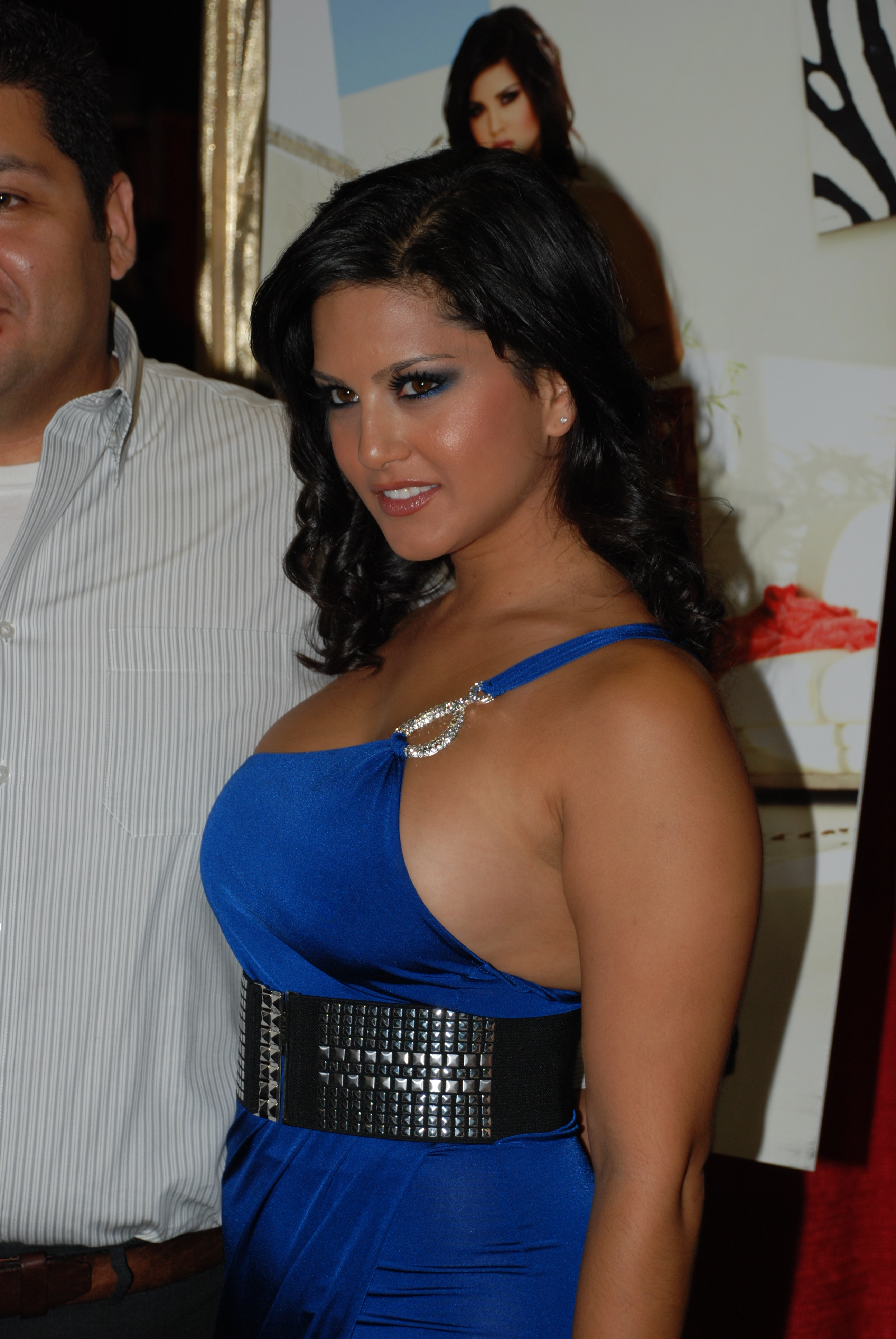 file:sunny leone at erotica la 2009 3 - wikimedia commons